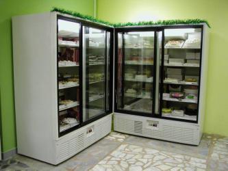 Холодильный шкаф со стеклянной дверью